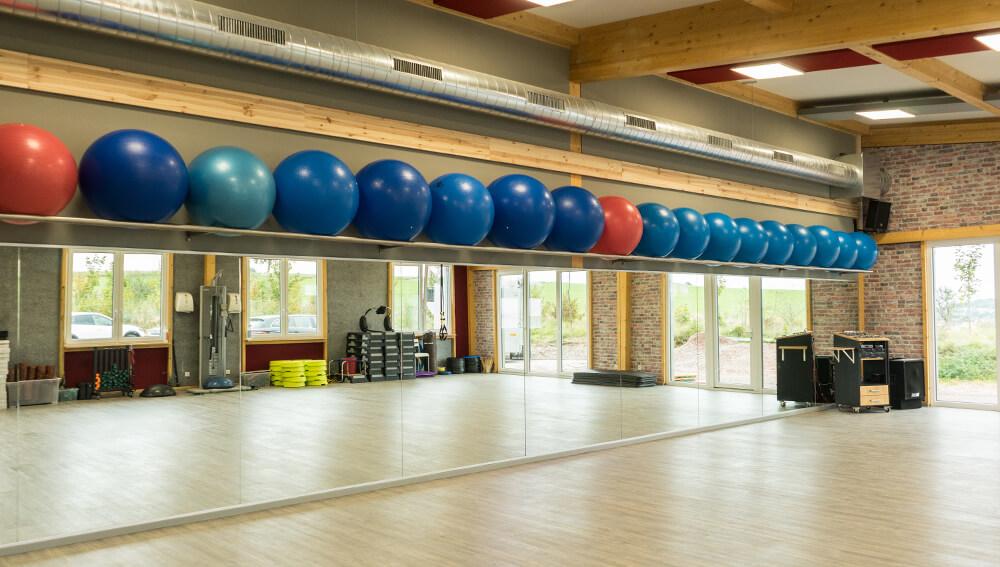 großzügiger Kursraum mit über 30 Kursen im Angebot - Fitness-Treff Orscholz Studio Mettlach Remich